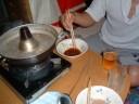 粉末スープと液体スープでつけダレを作る