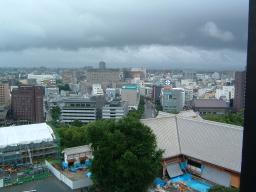 天守閣最上階から鶴屋方面を見る