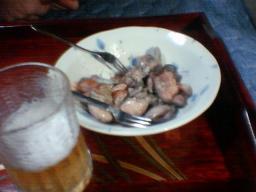 炭火焼き鶏肉とビール