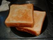 食パンを食べる!