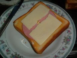 とろけるチーズを置く