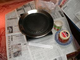 焼肉プレートとキムチ。