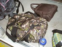 迷彩柄のバッグの中に・・・