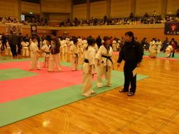 ルール説明練習中なユキコ(左)