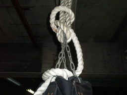 サンドバッグの鎖とロープ